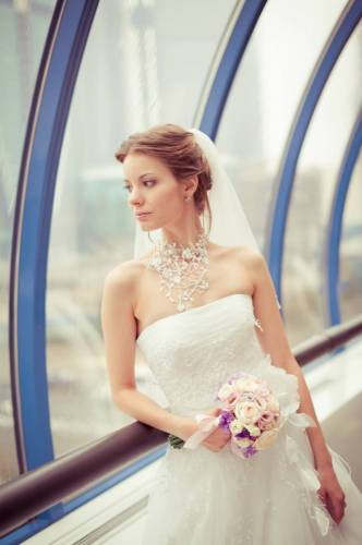 Свадебное платье комплекте с фатой за 20000 руб.