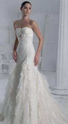 Итальянское свадебное платье со шлейфом цвета шампань. за 20000 руб.