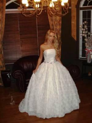 Продаю свадебное платье, абсолютно НОВОЕ (занимаюсь продажей свадебных платьев и аксессуаров). Размер 42-44 (может подойти на неполный 46). Цвет айвори