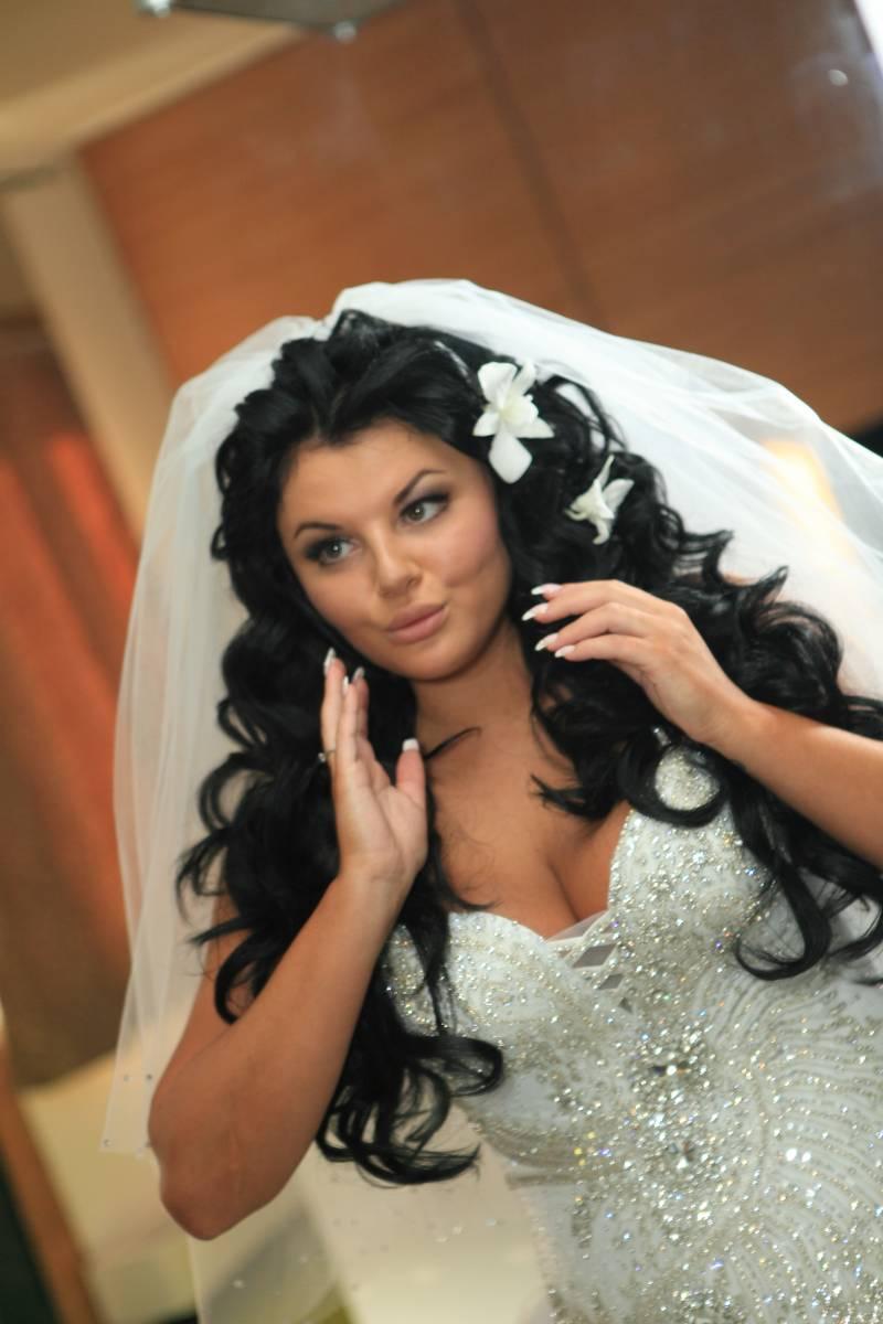 свадебная прическа для полной невесты