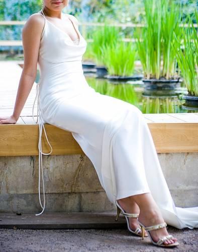 p. p Продам шелковое свадебное платье с открытой спиной, ,б/у, размер...