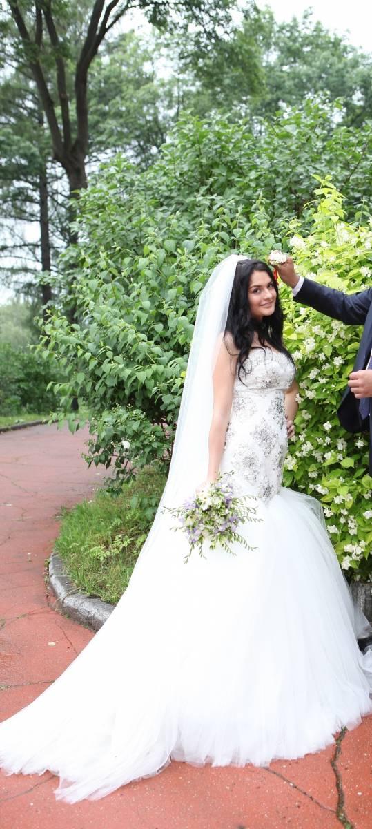 Это свадебное платье, выполненное в одном из самых красивых силуэтов «русалка», никого не оставит равнодушным