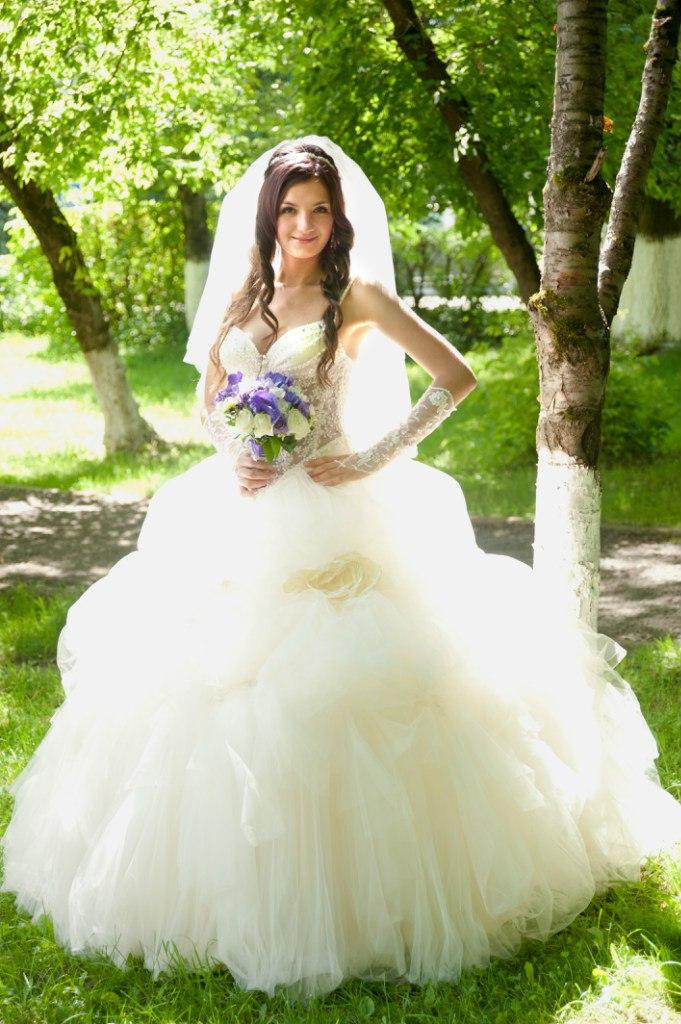 Свадебное платье 25000