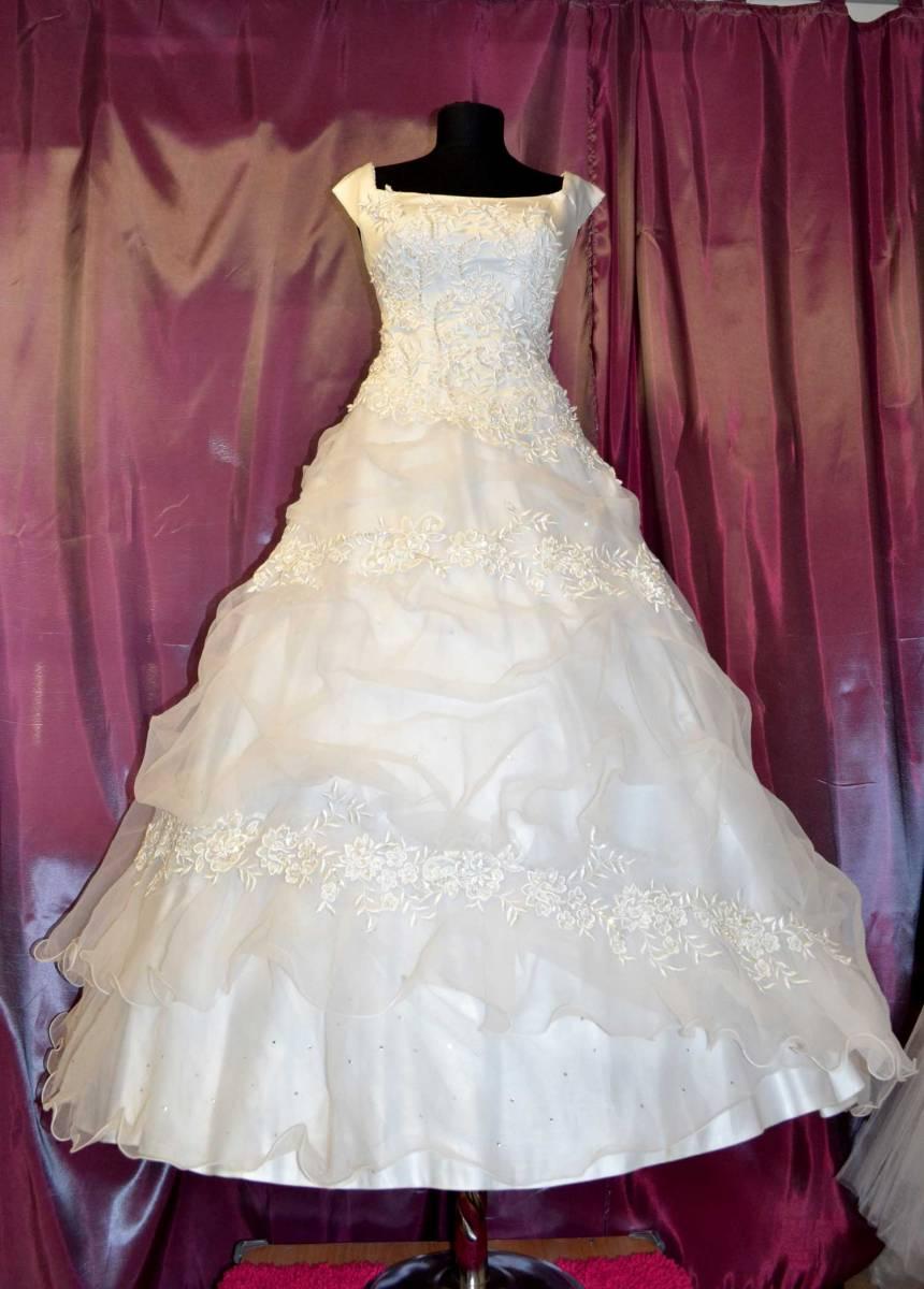 Saloon :: прямые свадебные платья, Украина