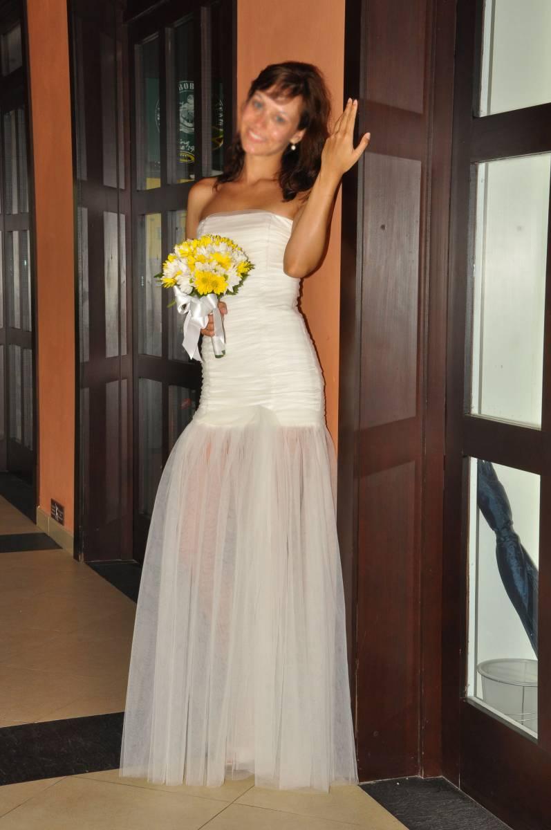 Самое невообразимое, притягивающее взгляды свадебное платье продается за 17 т.р. В подарок абсолютно новая подвязка