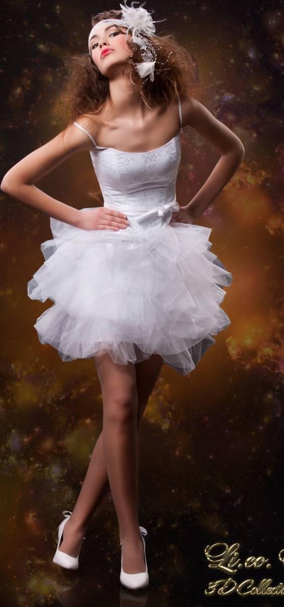 Короткое белое свадебное платье на