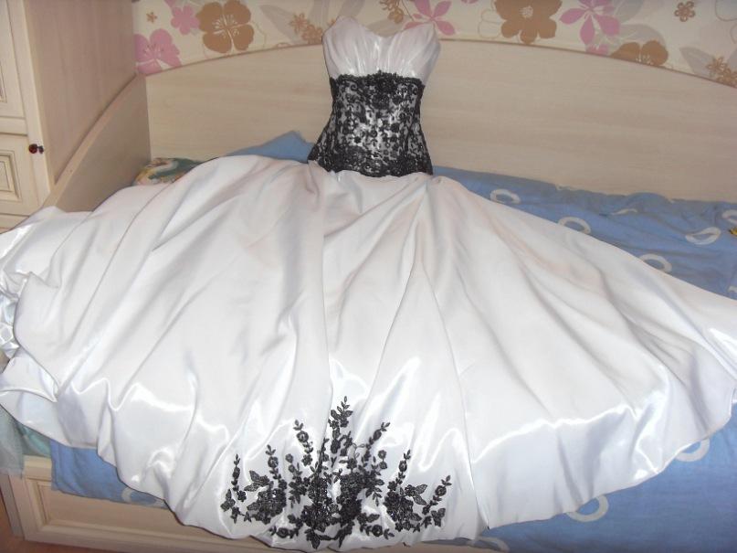 Белое свадебное платье с чёрным кружевом. (Москва) от Екатерина