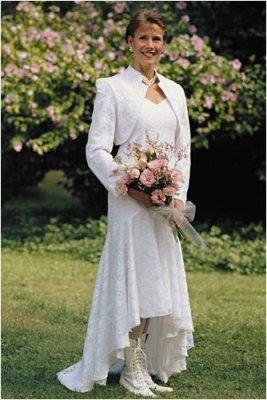 Жакет придаёт образу особый шарм.  Просмотров: 8 Добавил: wedding Дата.