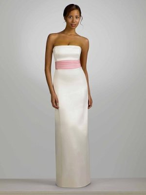 0fa622bf61ab575 Платье-футляр - необычный фасон узкого платья – оно как чехол обтягивает и  подчеркивает женскую фигуру. Платье-футляр цельное: не имеет  горизонтального шва ...