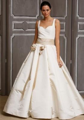 eca1d22c93e3b75 Знаменитый американский дизайнер с венесуэльскими корнями Каролина Эррера  создала свой бренд в Нью-Йорке и воплощает в своих коллекциях свадебных  платьев ...