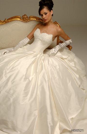 Очень красивые платья есть в интернет-магазинах. Я брала сама и сестра заказывала -платья супер и недорого. Вот интересные есть модели