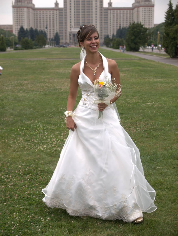 Свадебное платье на шее293