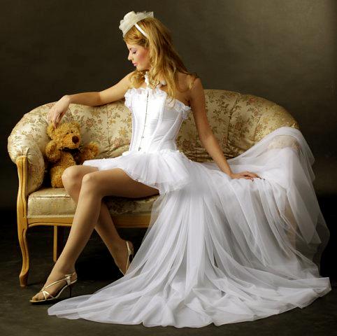 Свадебные платья короткие со шлейфом.